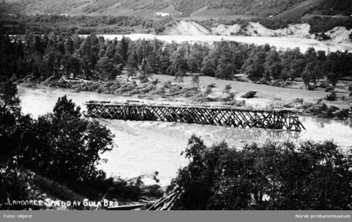 To bortrevne spenn fra brua over Gulfossen i elva 2 km nedenfor