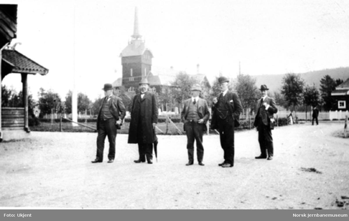Wollert Konow med følge på Rena under ekspropriasjonen av Støren-Aamotbanens aksjer