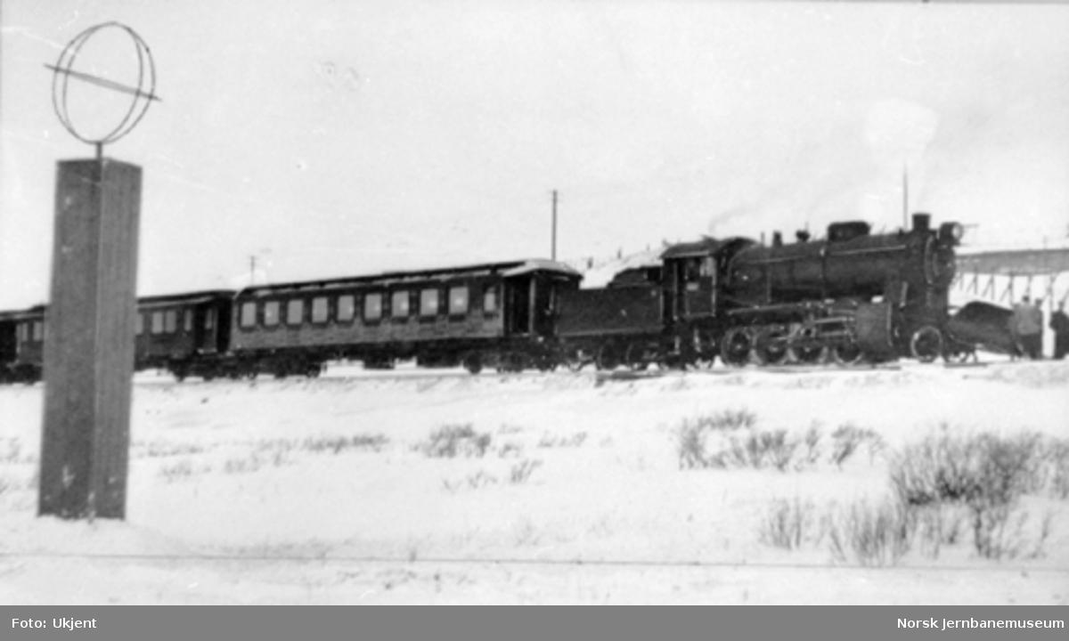 Nordlandsbanens åpningstog til Lønsdal ved polarsirkelen