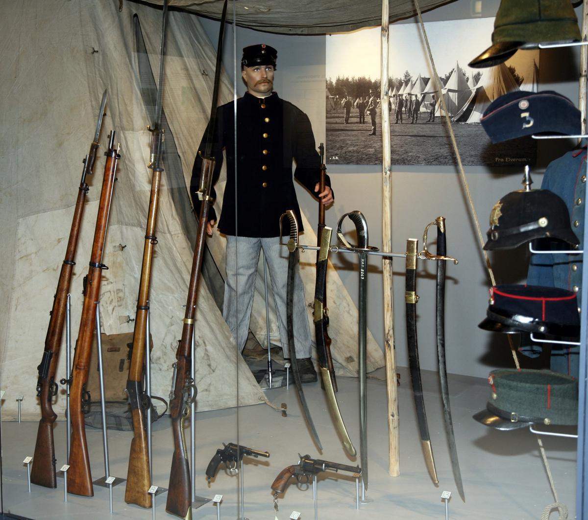 Fra sverd til stridsvogn_Glomdalsmuseets militærhistoriske utstilling