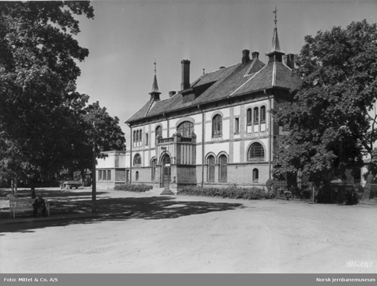 Gjøvik stasjonsbygning fra bysiden