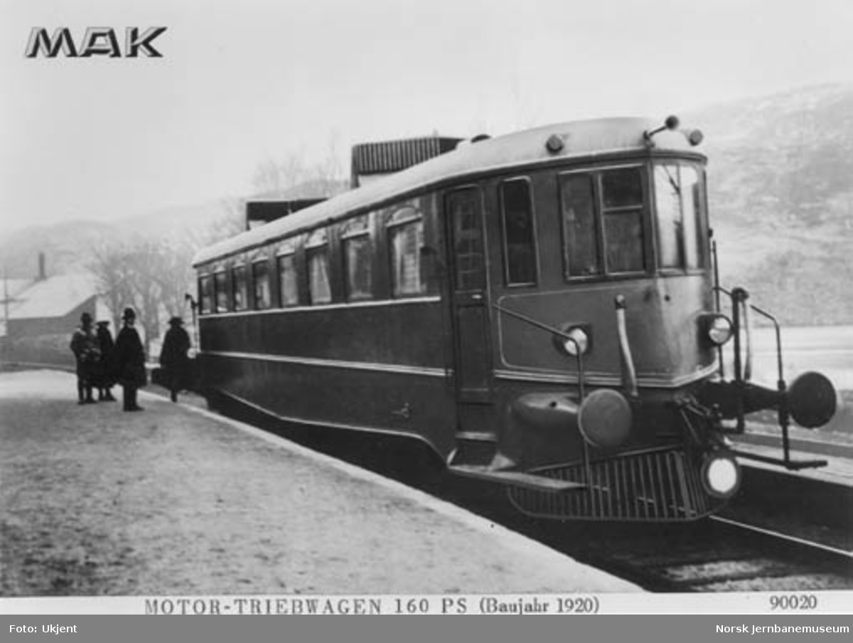 Bensinmotorvogn litra Cmo type 1 nr. 18203 på Garmes stasjon