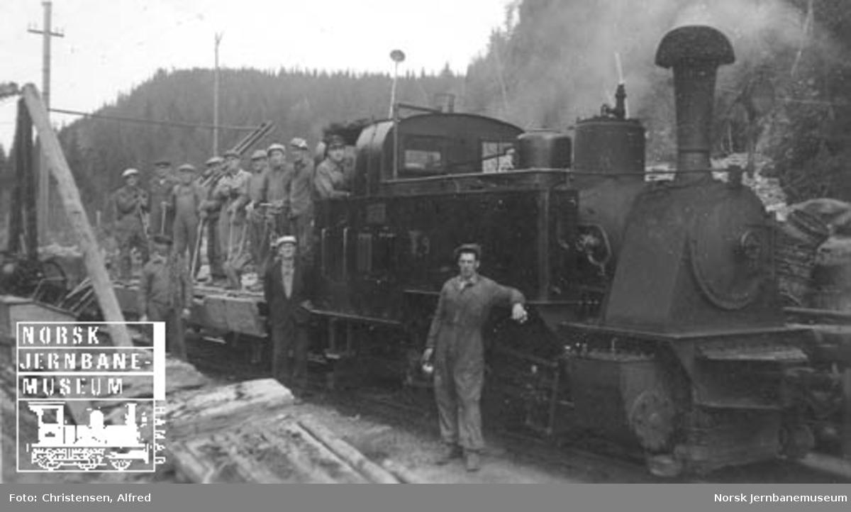 Thamshavnbanen damplokomotiv nr. 9 med arbeidstog