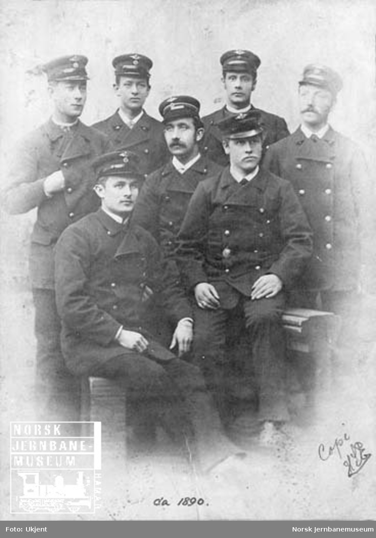 Gruppebilde av sju jernbanemenn i Trondheim