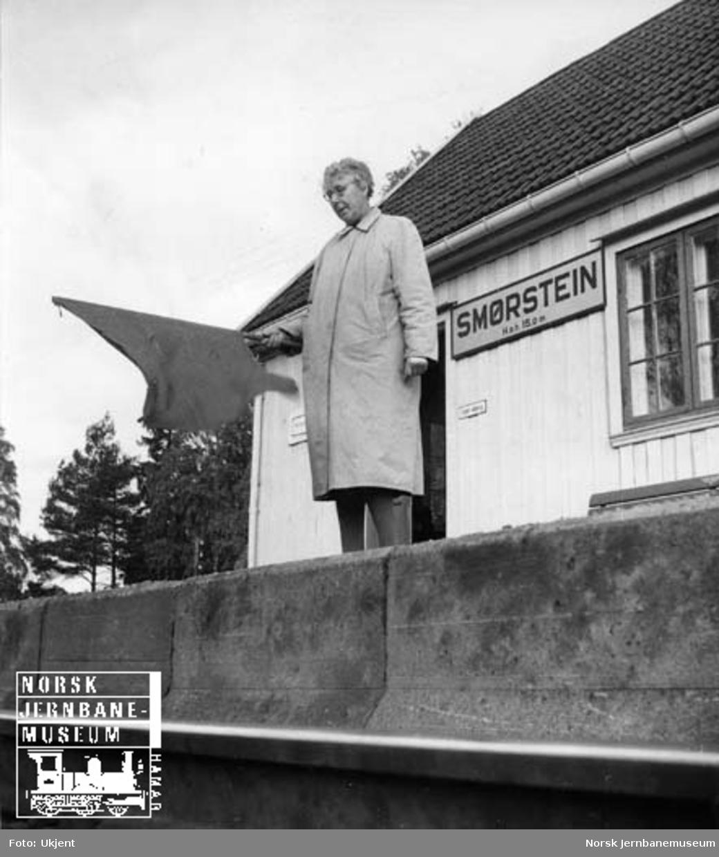 Ekspeditør Mathilde Skogly på Smørstein stoppested