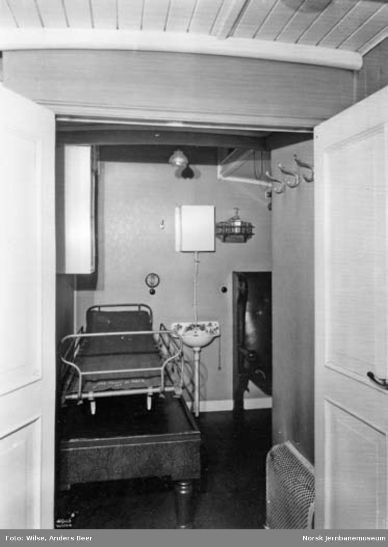 Interiør fra sykekupe i personvogn med ukjent nummer