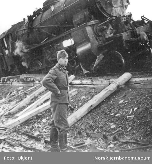 Jernbaneulykken ved Hommelvik : kollisjonen mellom damplokomotiv nr. 419 med persontog og motorvogntog