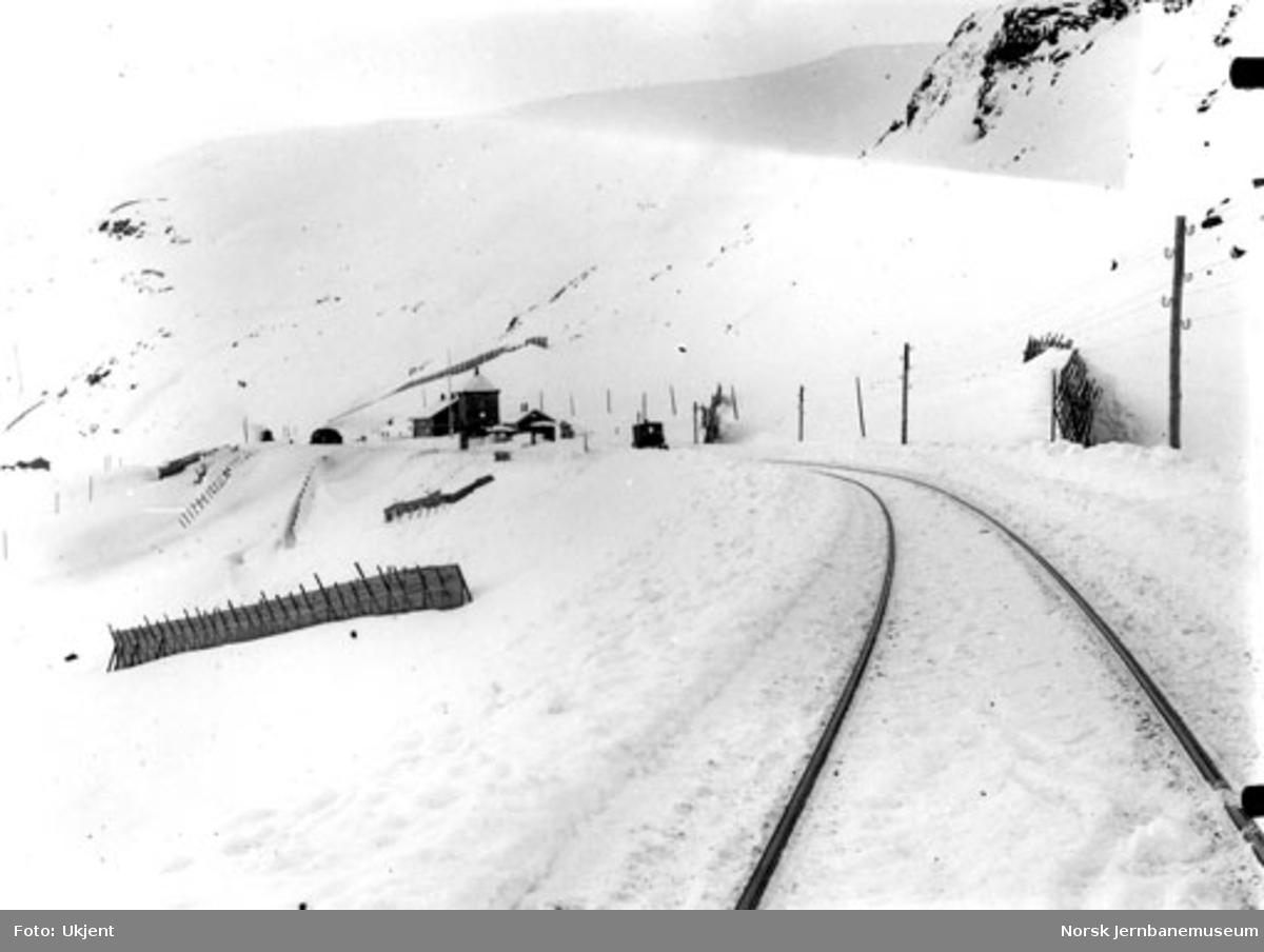 Vinterbilde med Upsete stasjon