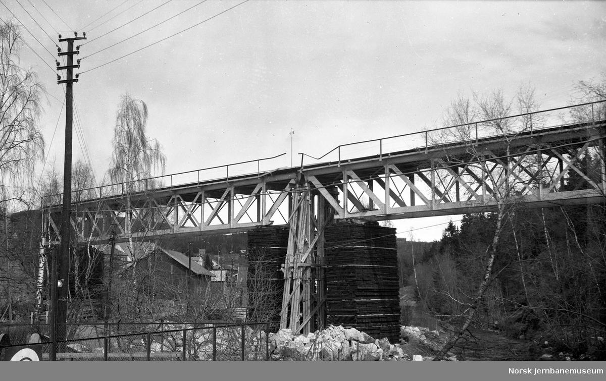 Bru over Moelva etter provisorisk reparasjon 1940
