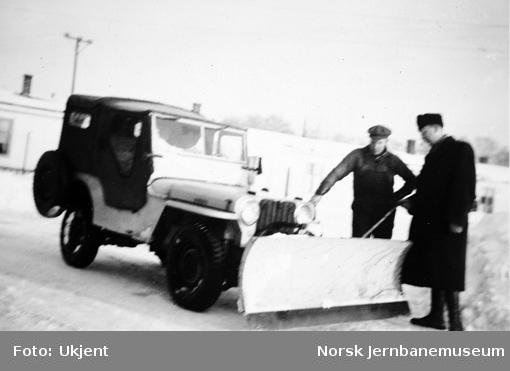 Jeep med snøplog