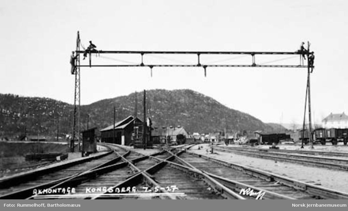 Elektrifisering Drammen-Kongsberg : montering av Åk på Kongsberg stasjon