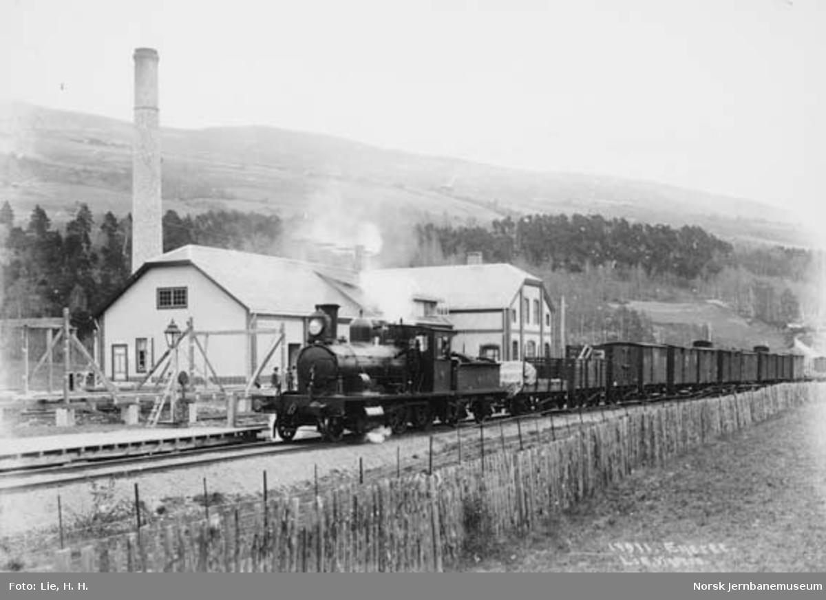 Damplokomotiv type 11 med godstog på Sør-Fron (Bredeveien) stoppested