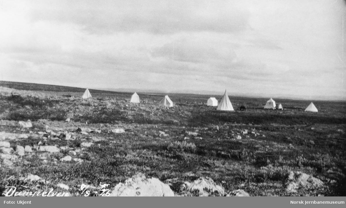 Jernbanestikking i Finnmark : teltleir ved Dampelven