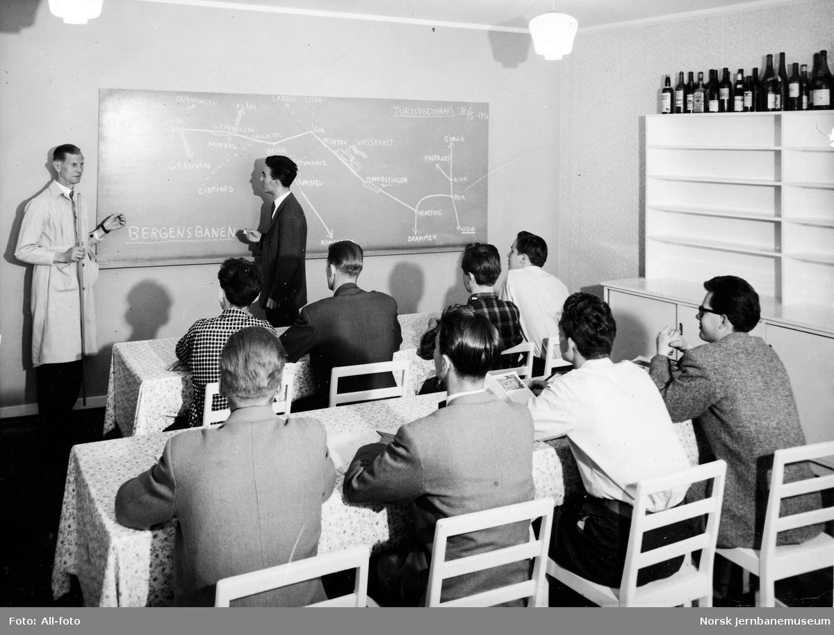 Klasserom med undervisning i turistgeografi