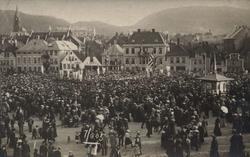 Postkort fra Engen i Bergen med Johanneskirken i bakgrunnen.