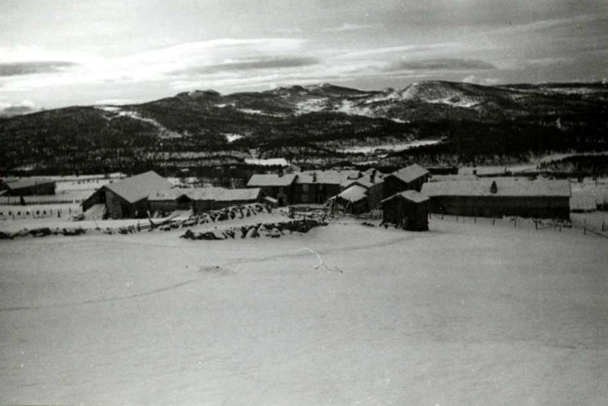 Østgården, Os, Nord-Østerdal, Hedmark 1937. Vinterbilde av fire bruk.