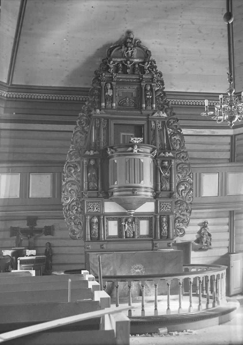 Interiør med alter, Romfo kirke, Sunndal, Møre og Romsdal. Fotografert 1938.