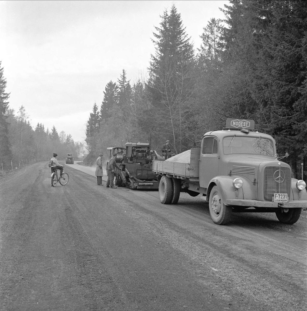 Drammensveien, Asker, Akershus, oktober 1958. Veibygging, asfaltering.