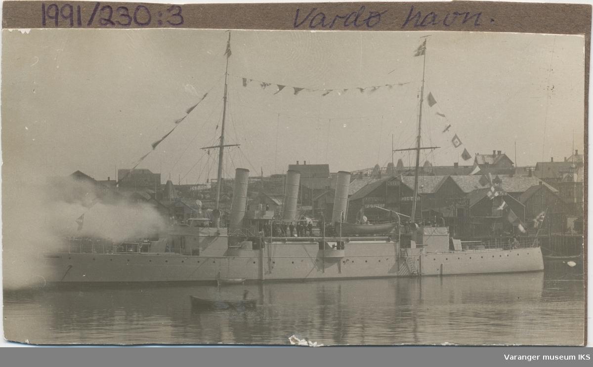 """Kanonbåten """"Fridtjof"""" ved Martin Olsen-kaia"""