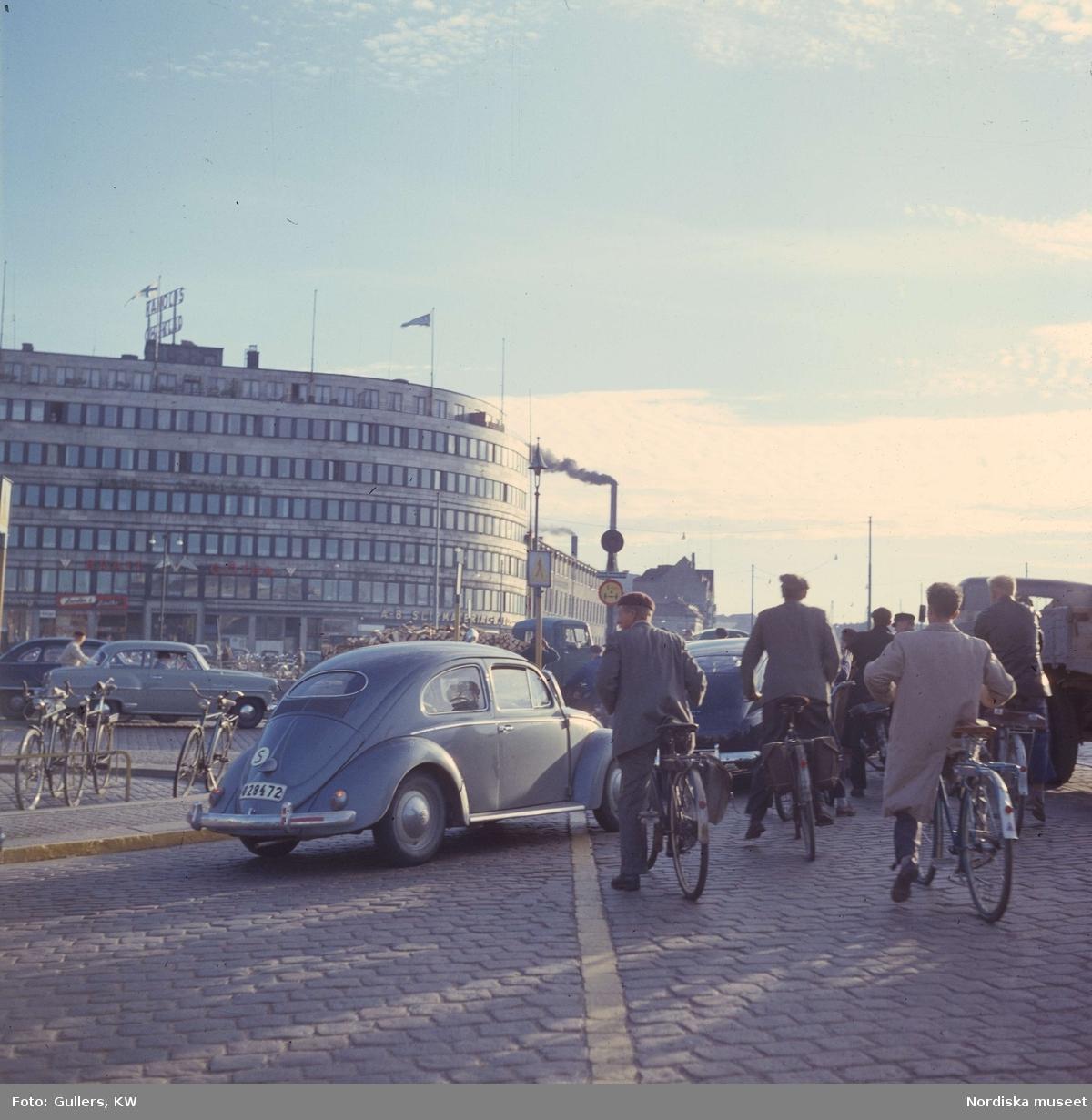 Göteborg. Trafikljus med bilar och cyklar.