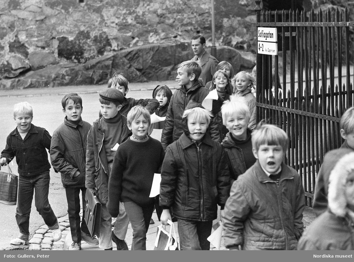 Skolbarn på Sofiagatan, Södermalm, Stockholm