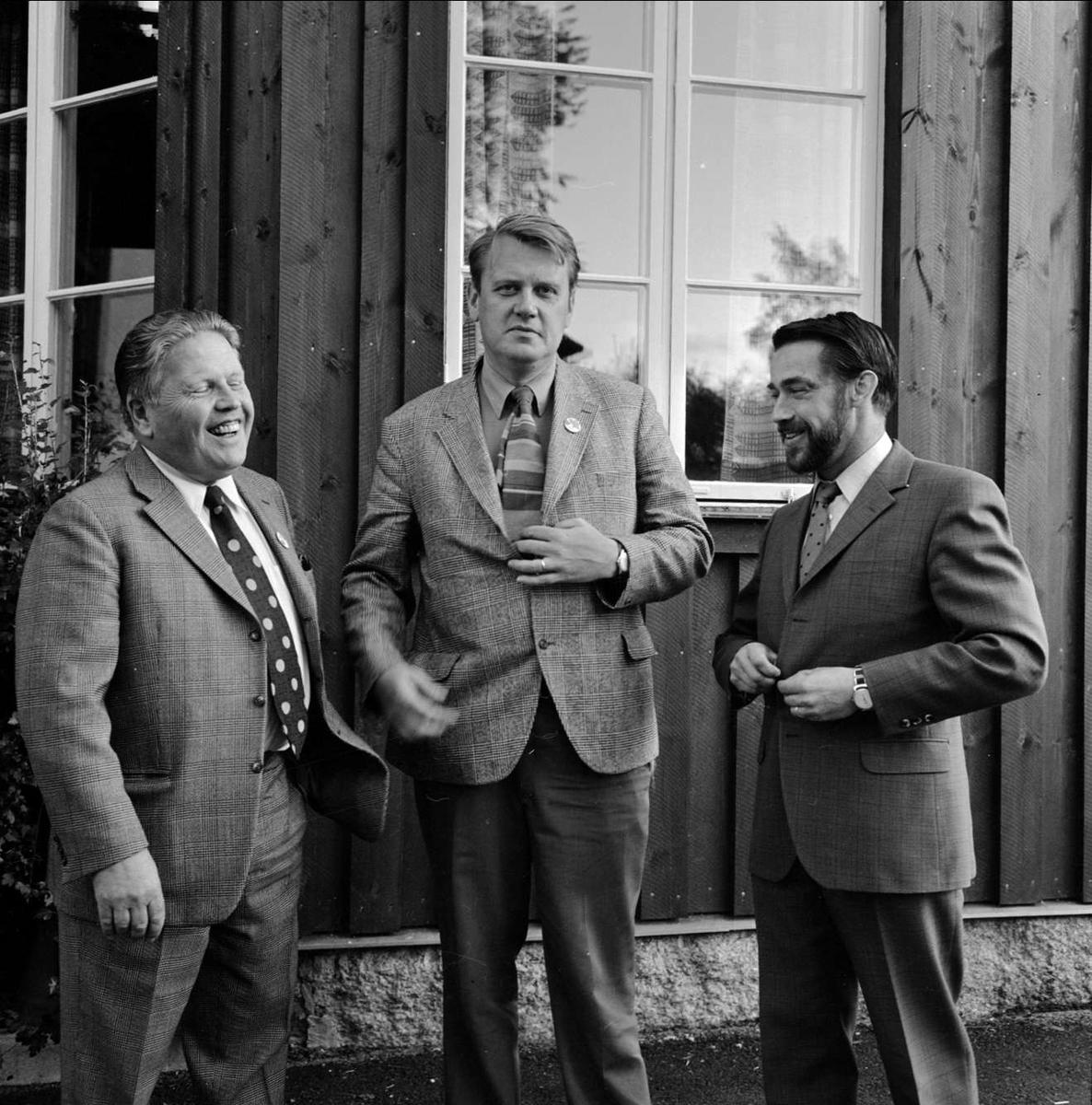 Tre män, Gryttjom, Tierps socken, Uppland 1973