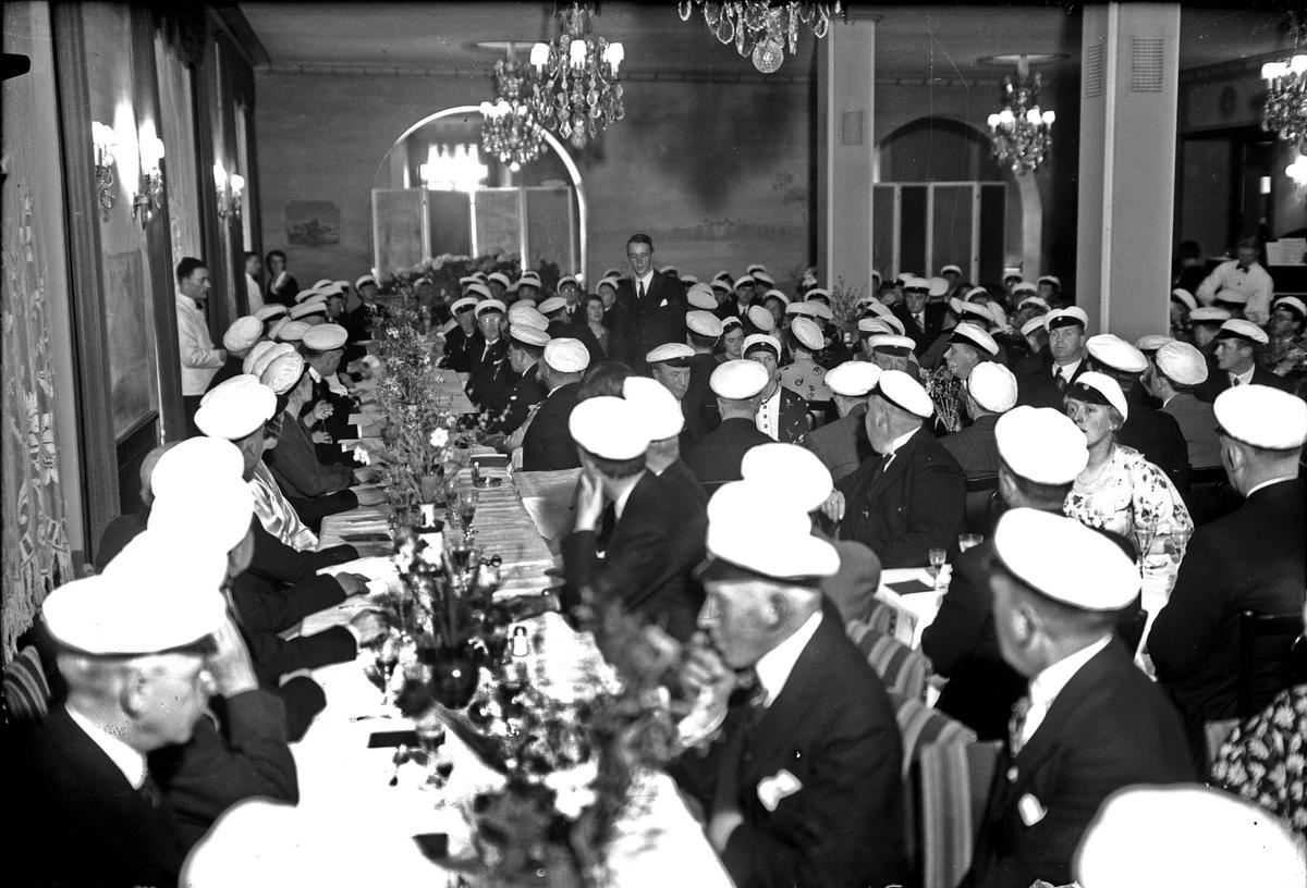 Director musices Hugo Aflvén hyllas på 65-årsdagen, middag på Upplands studentnation, S:t Larsgatan, Uppsala 1937