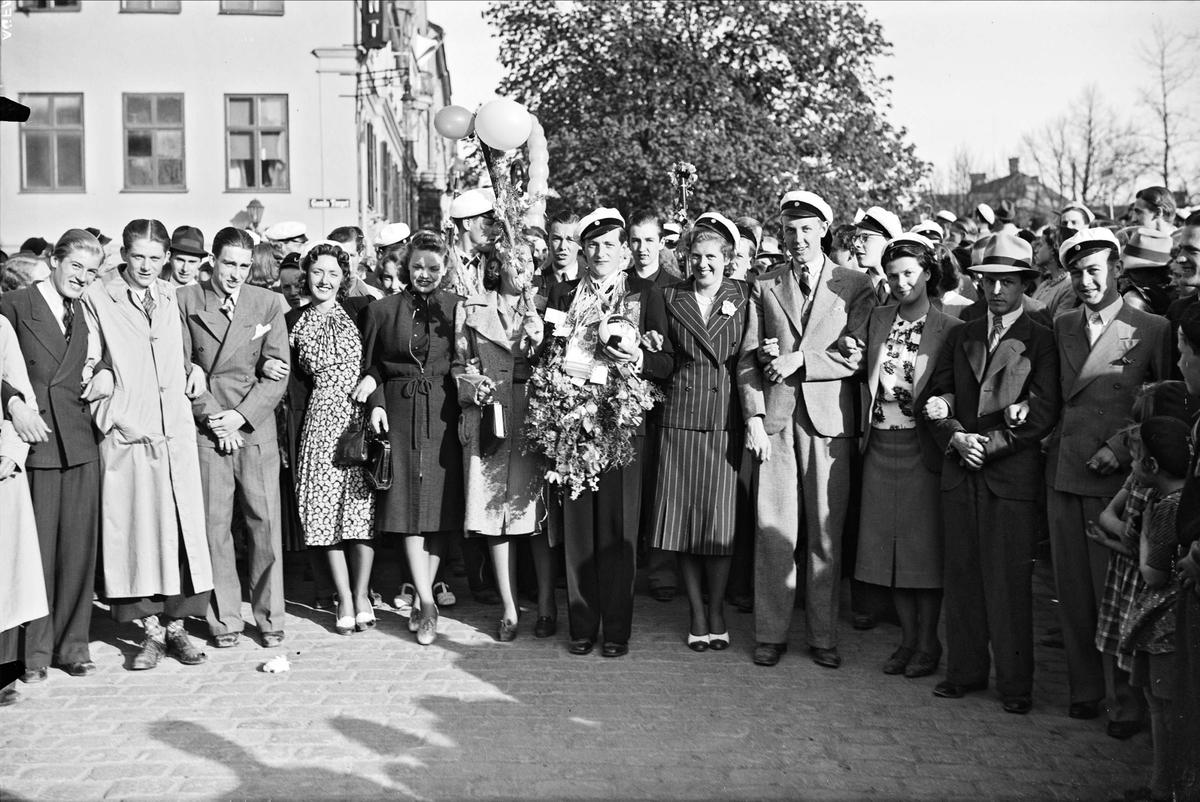 Studentfirande på Gamla torget och Östra Ågatan, Uppsala 1939