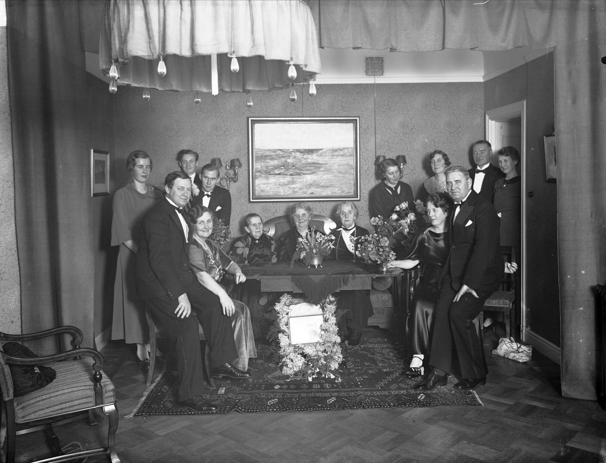 Födelsedagsporträtt - släktgrupp sannolikt med Manne Siegbahn, Uppsala 1934