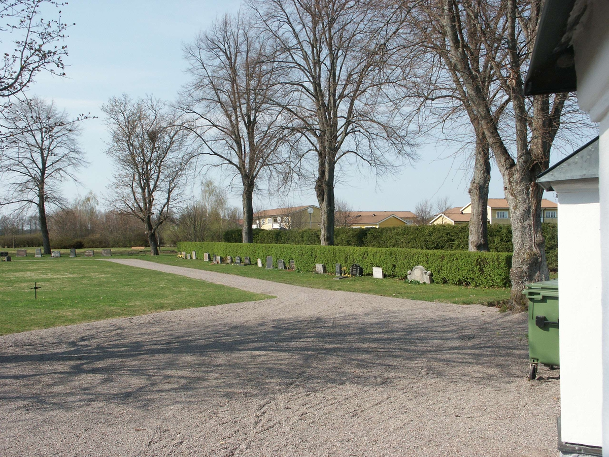 Kyrkogården vid Nathanaelskyrkan, Tierp, Uppland 2007