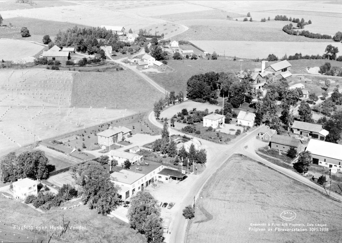 Flygfoto över Husby, Vendels socken, Uppland 1958