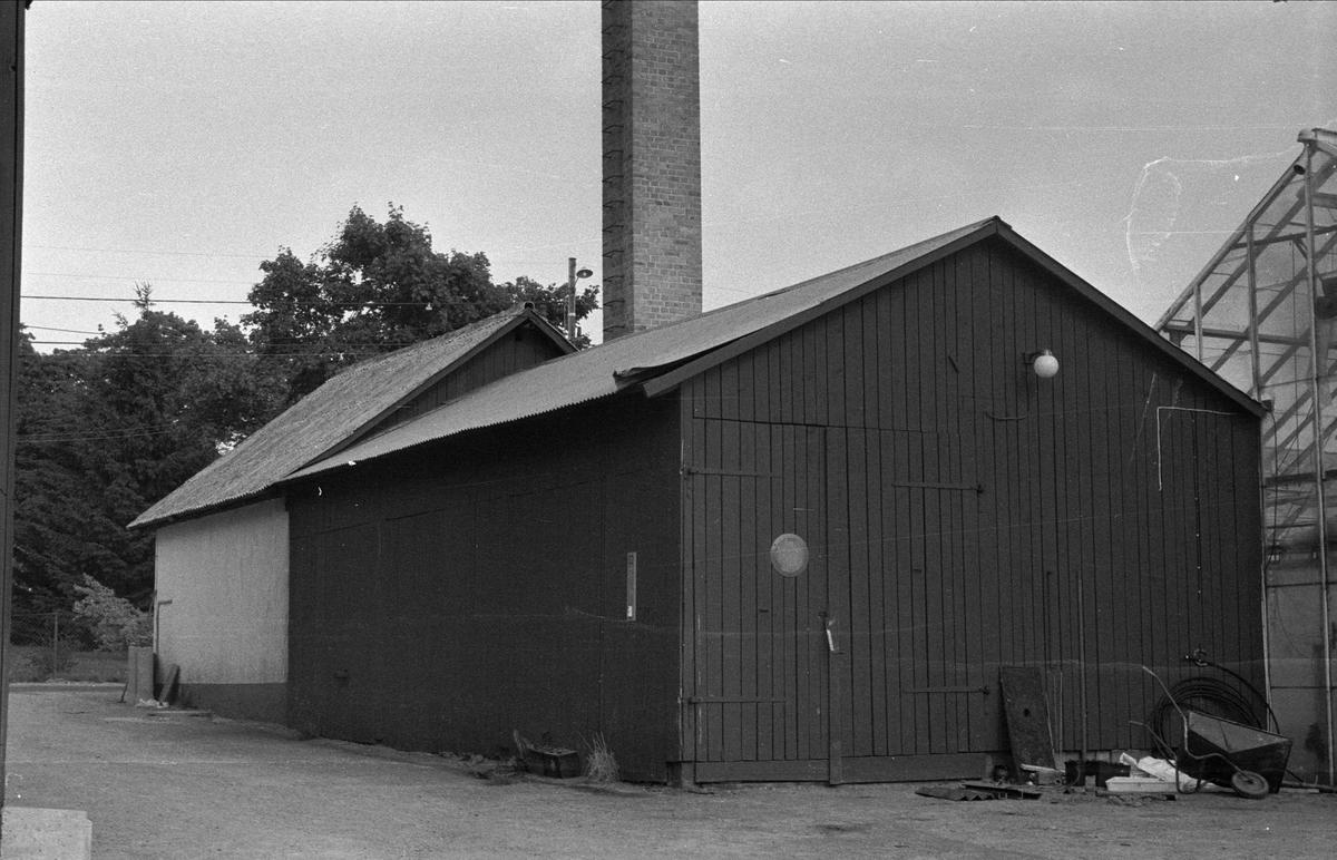 Traktorgarage och stolpskjul, Lund 1:8, Björklinge socken, Uppland 1976