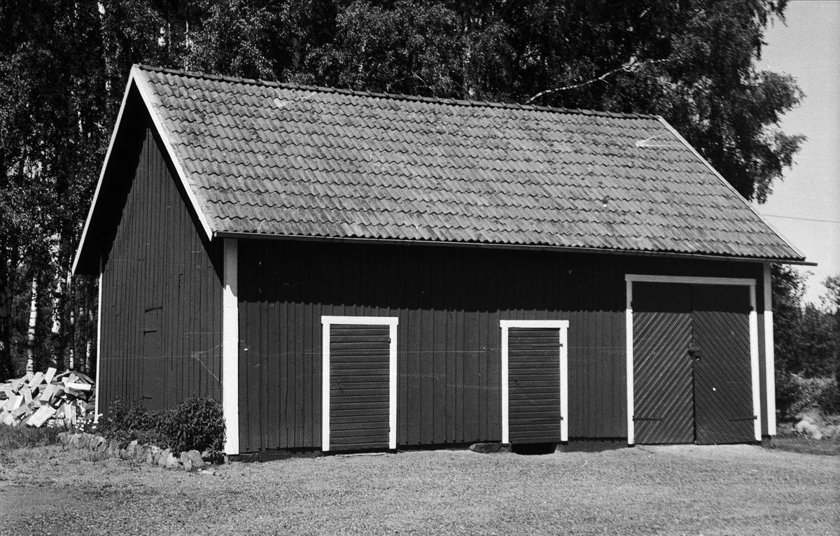 Garage och vedbod, Lund 1.7, Björklinge socken, Uppland 1976