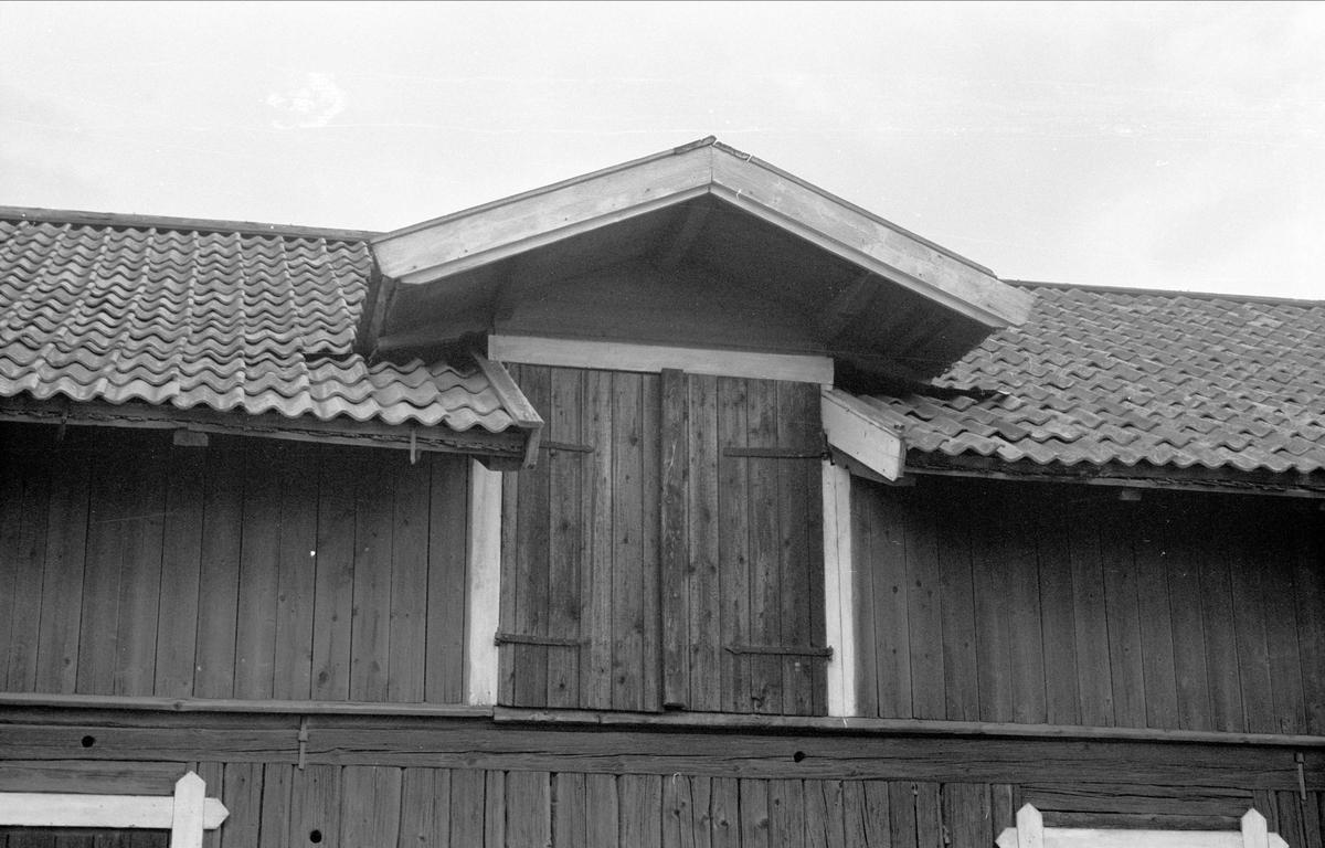Ladugård och stall, Högsta Gästgivaregård, Bälinge socken, Uppland 1976