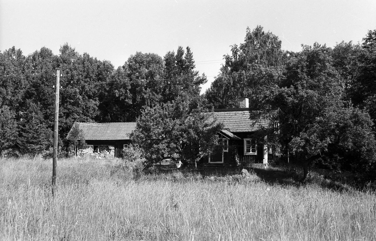 Bostadshus och ekonomibyggnader, Funboslätts soldattorp, Frötuna S:1, Rasbo socken, Uppland 1982