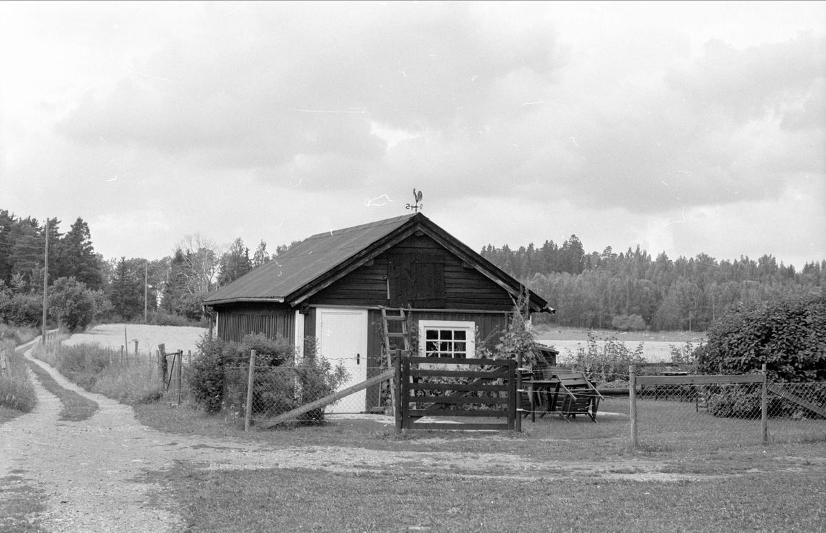 Fritidshus, f.d. ladugård, Lillinge 3:1, Funbo socken, Uppland 1982