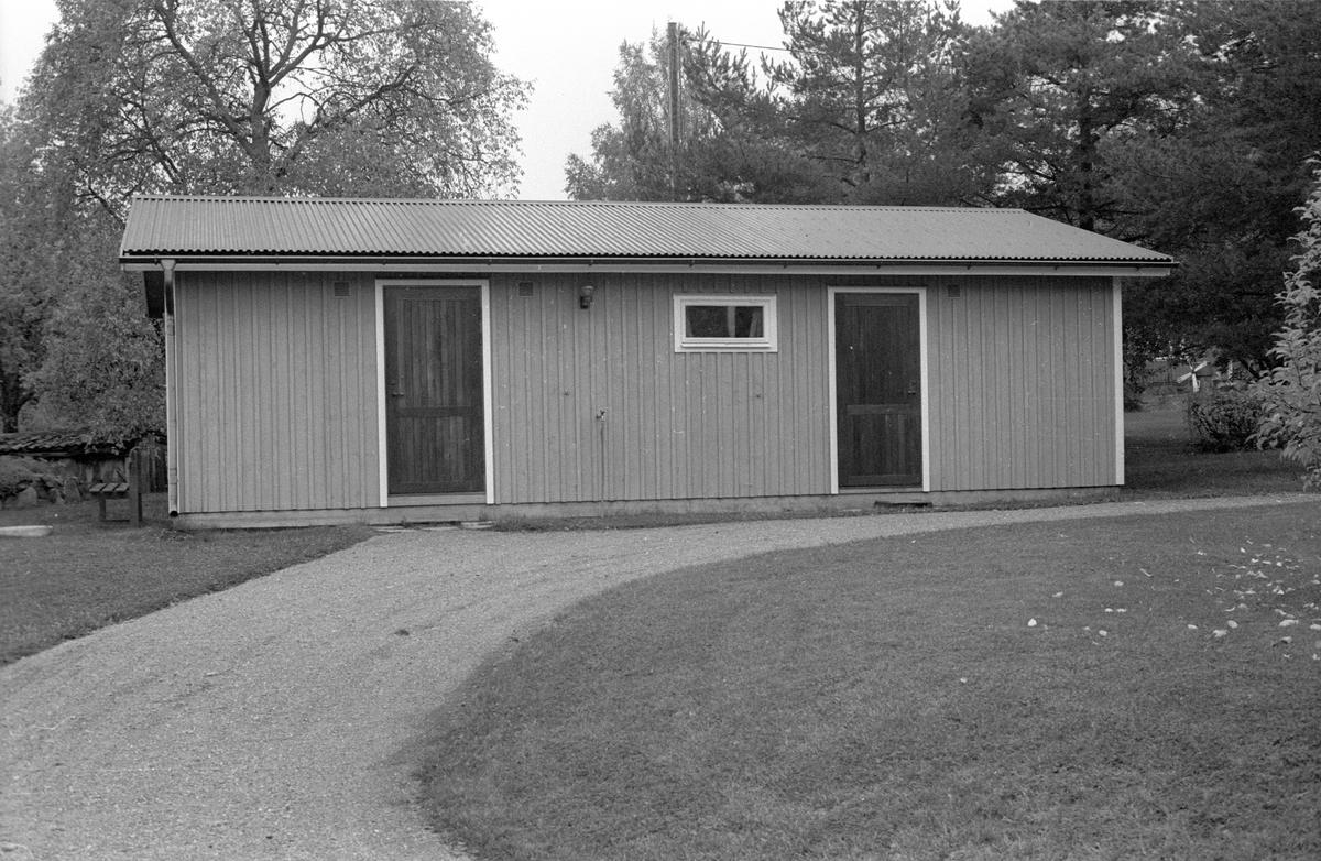 Uthus/garage, Byle, Halmbyboda 2:2, Halmbyboda, Funbo socken, Uppland 1982