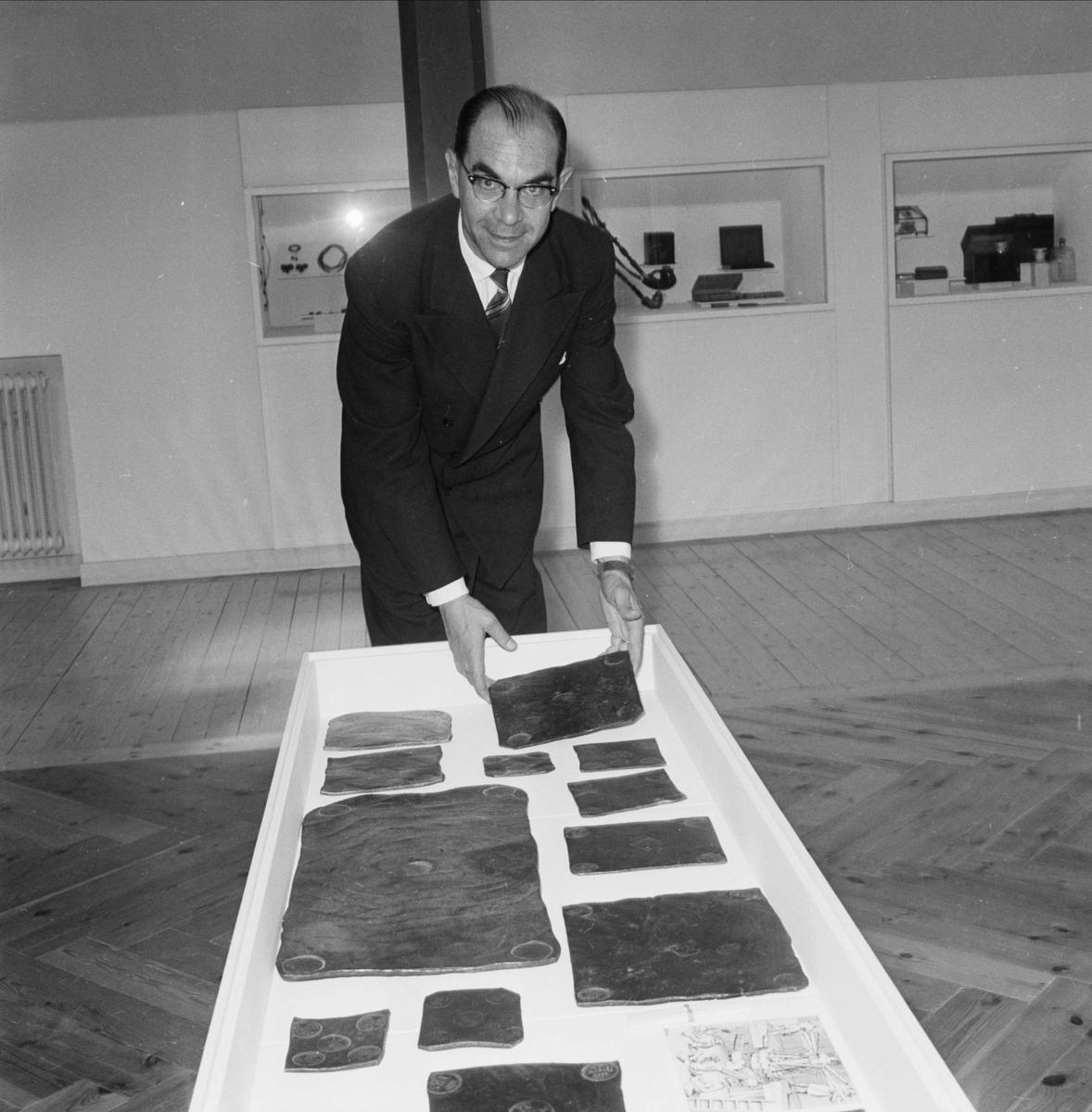 """Utställning på Upplandsmuseet som """"slår upp portarna till stilfull kontakt med kultur"""", Uppsala juni 1959"""
