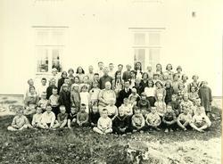 Skolebilde fra Nordre Oppdalen skole. Lærere og elever, hele