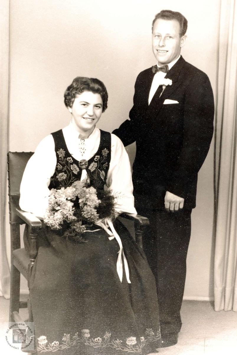 Brudebilde av Karin Holmemo og Paul Haaland i Grindheim.