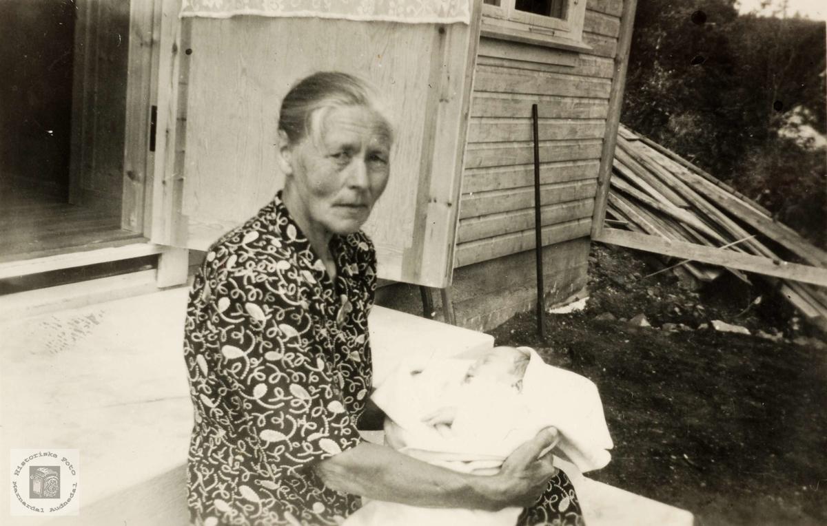 Stolt bestemor Siri Høyland. Grindheim.