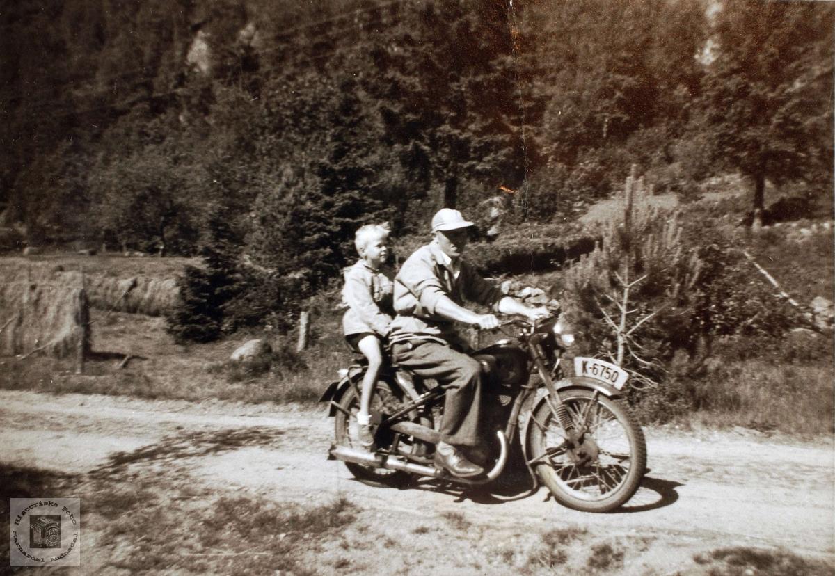 Knut Solberg på motorsykkel, Lia Dalan Ågedal, Bjelland senere Audnedal.