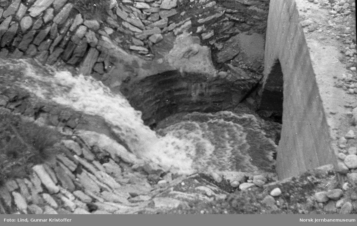 Nordlandsbaneanlegget : kulvert og bekkeløp km 556,17