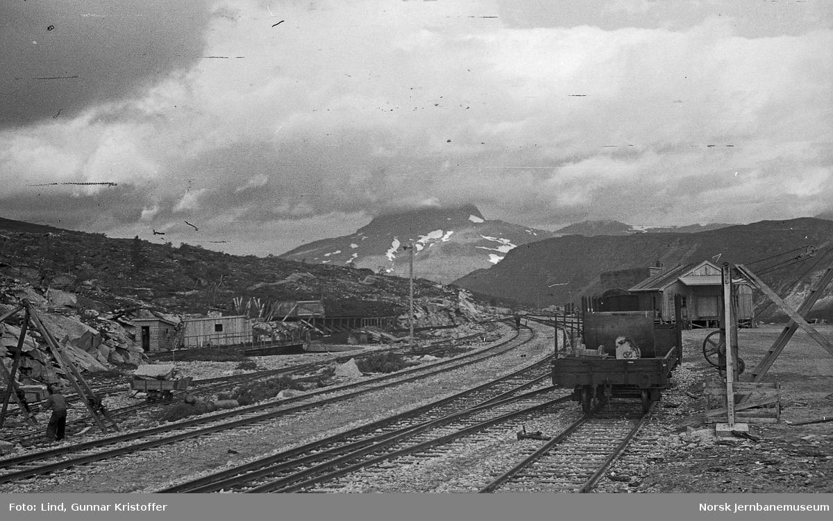 Nordlandsbaneanlegget : Lønsdal stasjon, sprenging av nytt svingskivespor