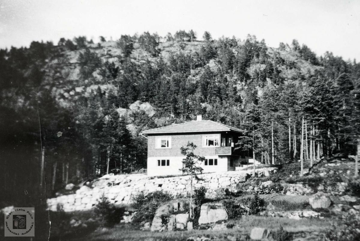 """Hjemmet """"Lundefjellet"""" står ferdig bygd. Sveindal Grindheim Audnedal."""