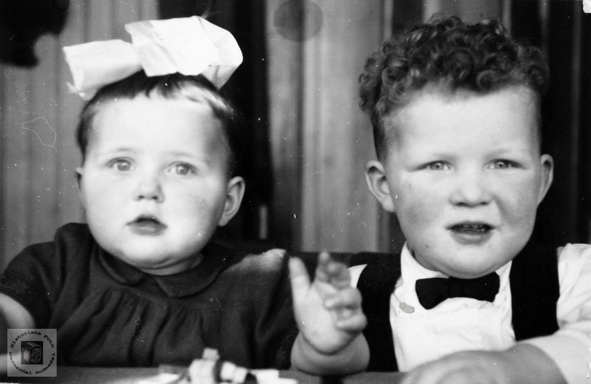Barneportrett av Gunn og Ole Smedsland. Konsmo. Audnedal.