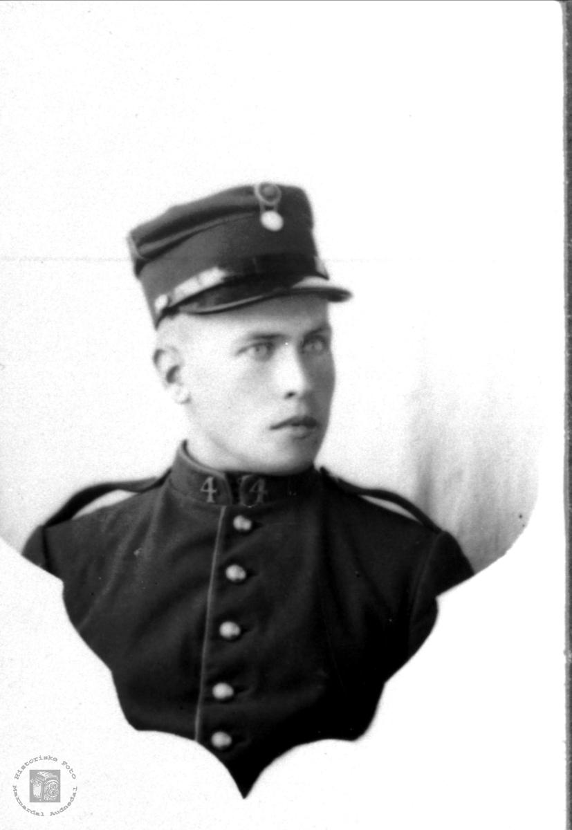 Millitærportrett av Toralf Bjerland i militærteneste.