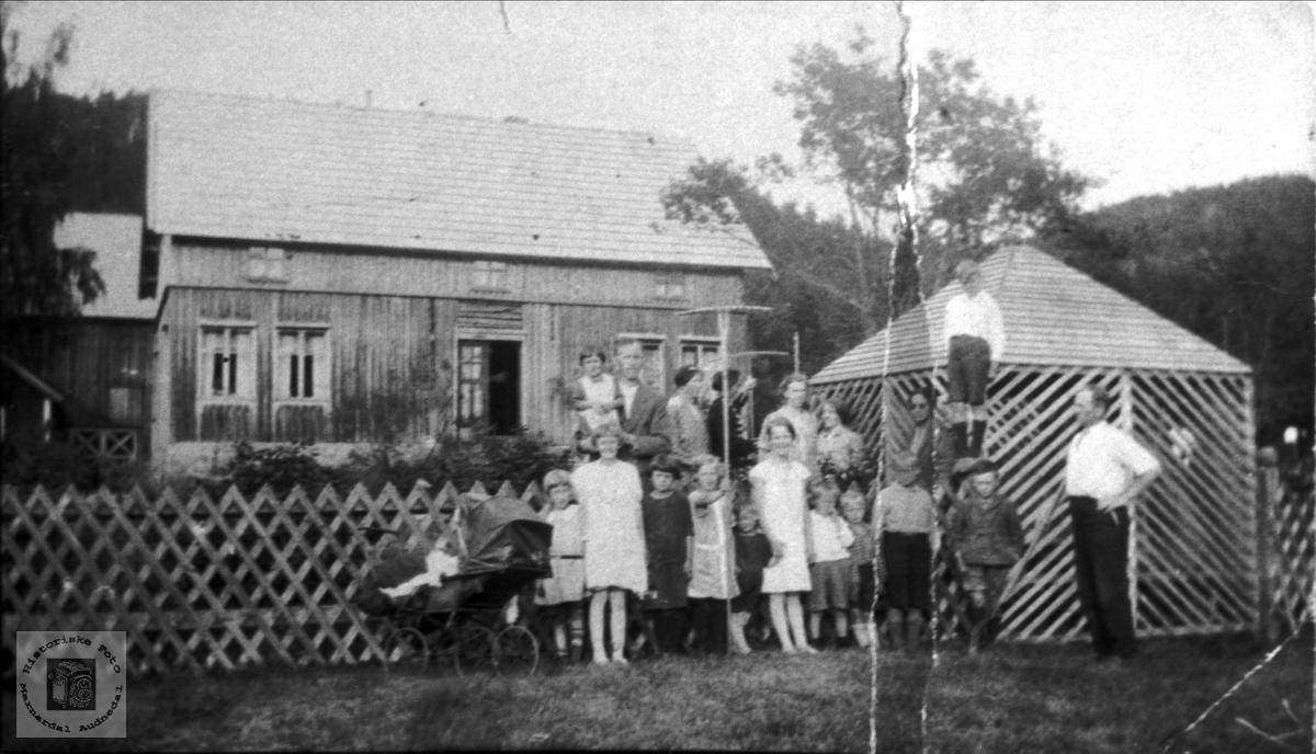 Familiesamankomst på Stedjan i Bjelland.
