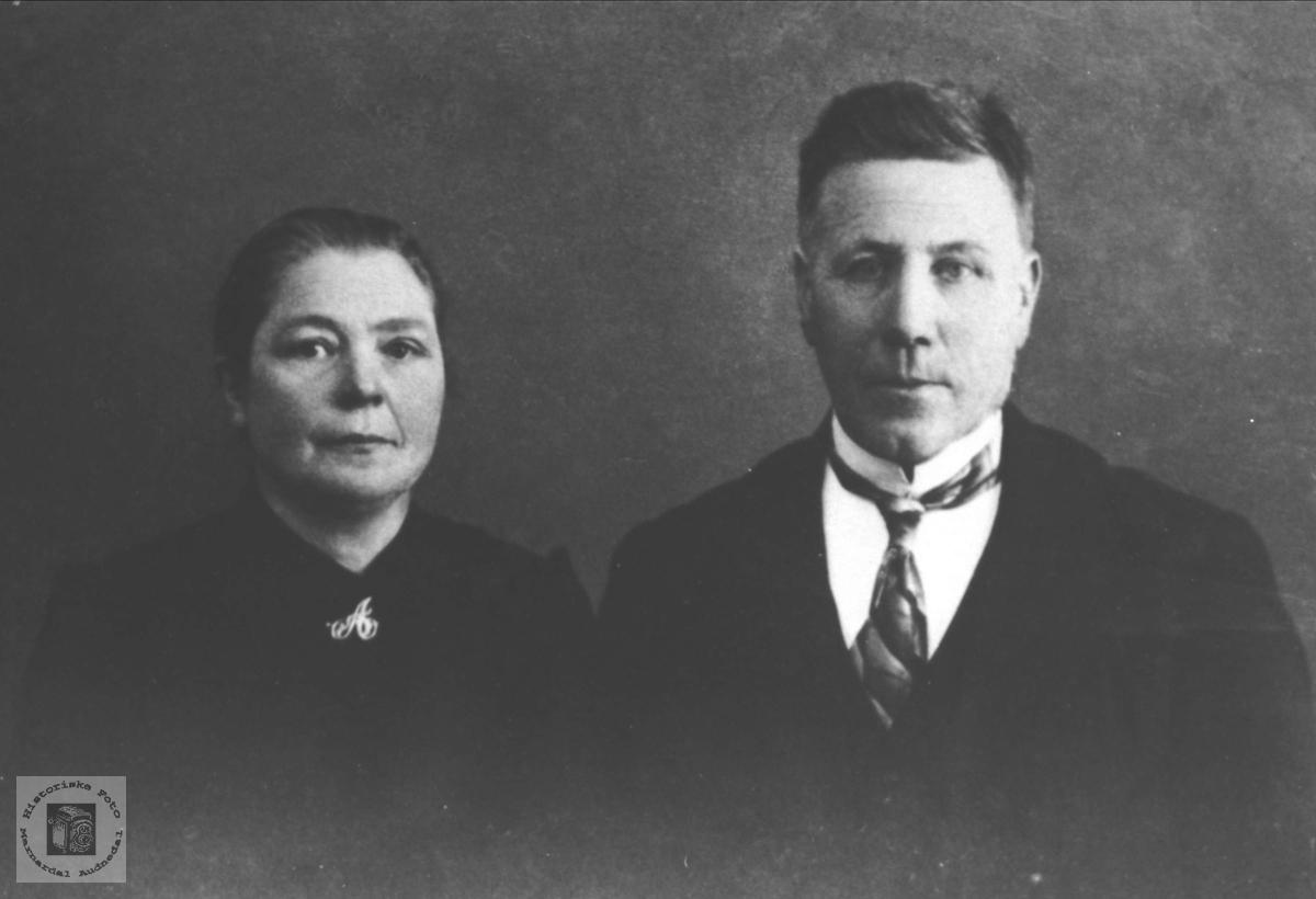 Portrett av Anna og John Ubostad, Bjelland.