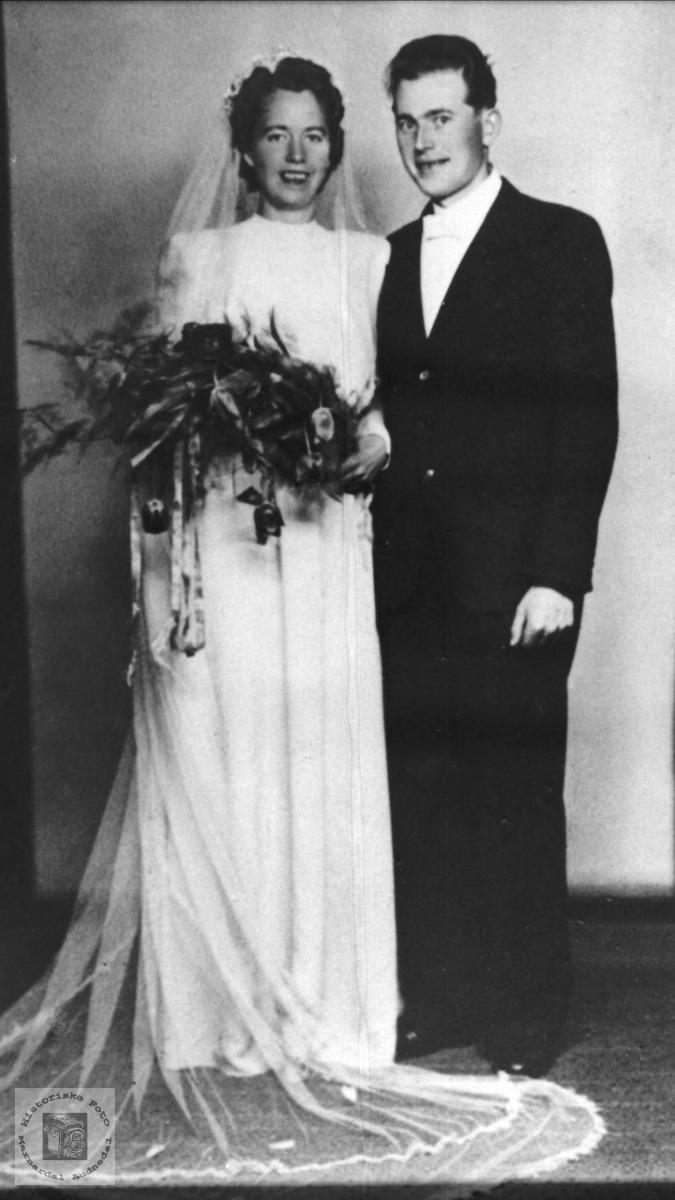 Bryllupsbilde. Ida Pedersdtr. Bjørnhom og Jens Pederson Bjørnhom. Laudal.